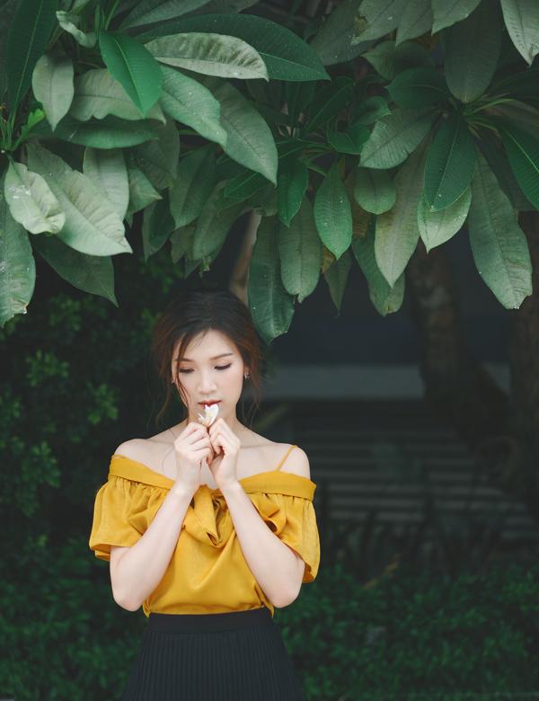 Phí Thùy Linh gợi ý chọn váy mềm mại đón thu