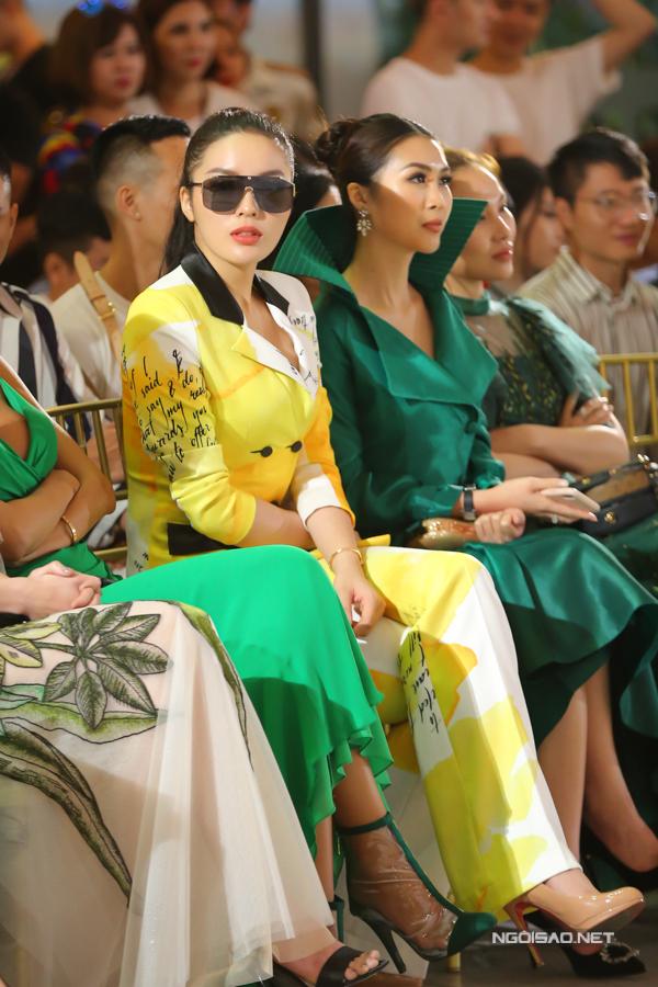 HHen Niê diện váy xẻ cao nổi bật bên dàn người đẹp