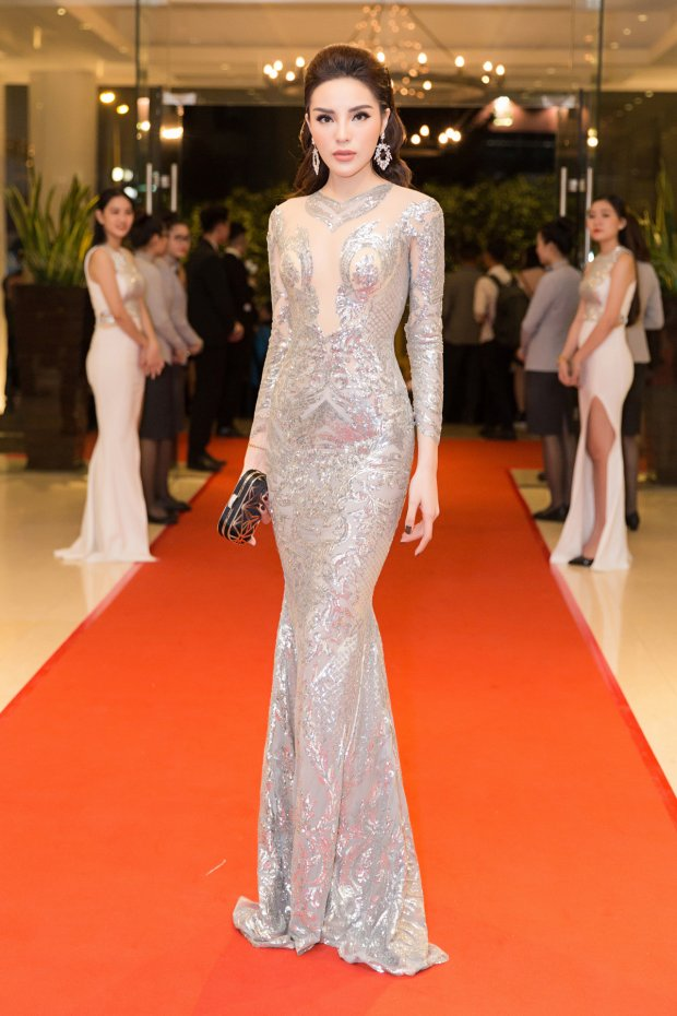 12 tuyệt tác váy áo lúc kín lúc hở gây sốt của Hoa hậu Kỳ Duyên nửa đầu năm 2018