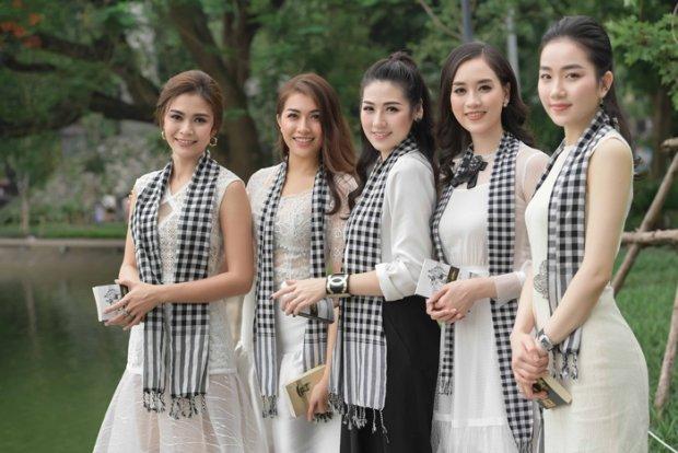 5 mỹ nhân thế hệ mới của Việt Nam gây tắc đường ở bờ Hồ Hoàn Kiếm