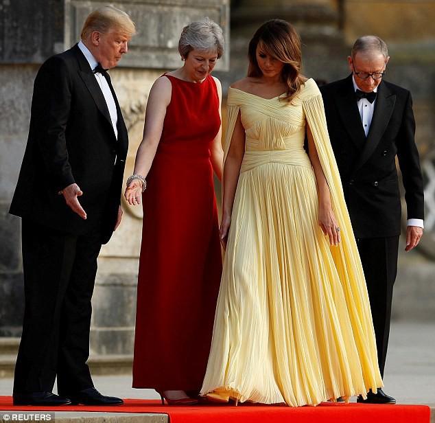 Bà Melania Trump chiếm sóng MXH với chiếc đầm được ví như đầm của Belle trong Người đẹp và quái vật