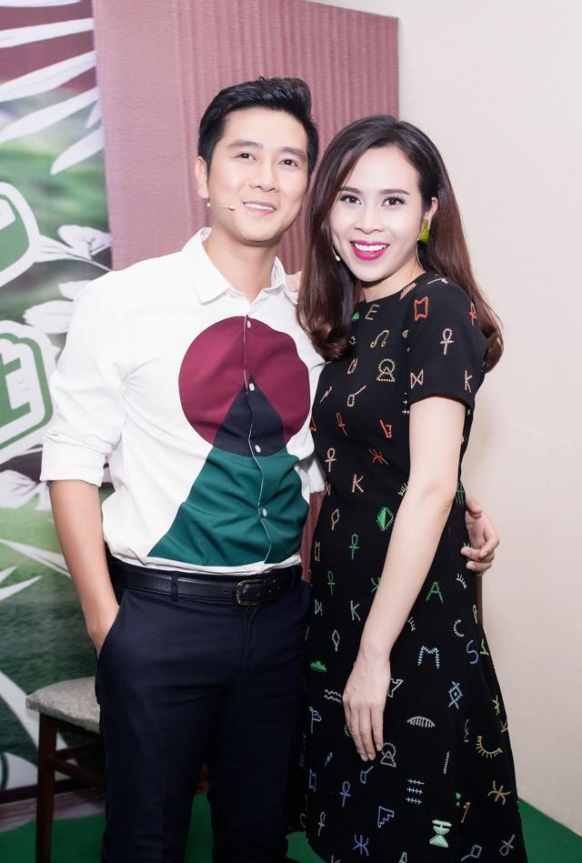 The Voice Kids quay lại, Hồ Hoài Anh - Lưu Hương Giang là cặp đôi đầu tiên ngồi ghế nóng