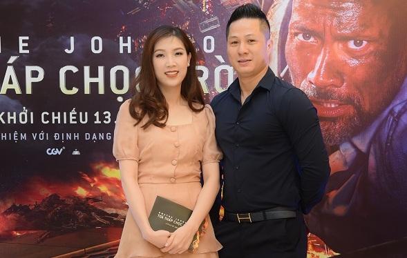 Hoa hậu áo dài Phí Thị Thùy Linh dịu dàng bên chồng