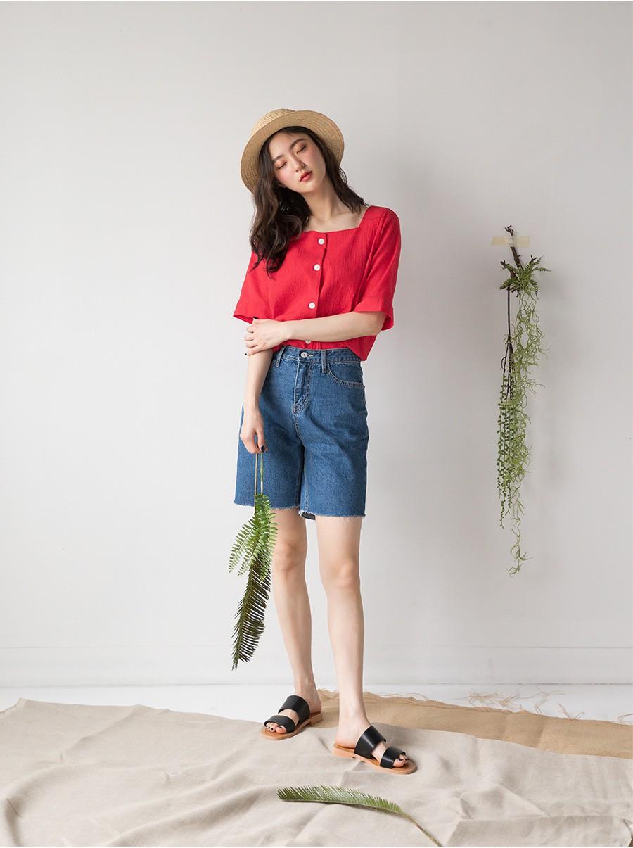Tạm cất những chiếc shorts ngắn để kết thân với quần shorts dài vì diện lên thoải mái và nữ tính vô cùng
