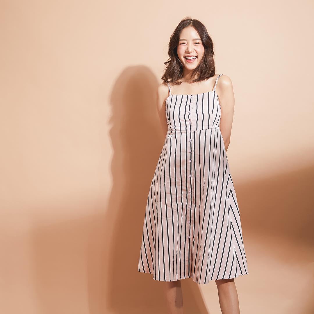 Hè này, có quá nhiều kiểu váy xinh ngây ngất mà bạn sẽ muốn diện bằng hết thì thôi!