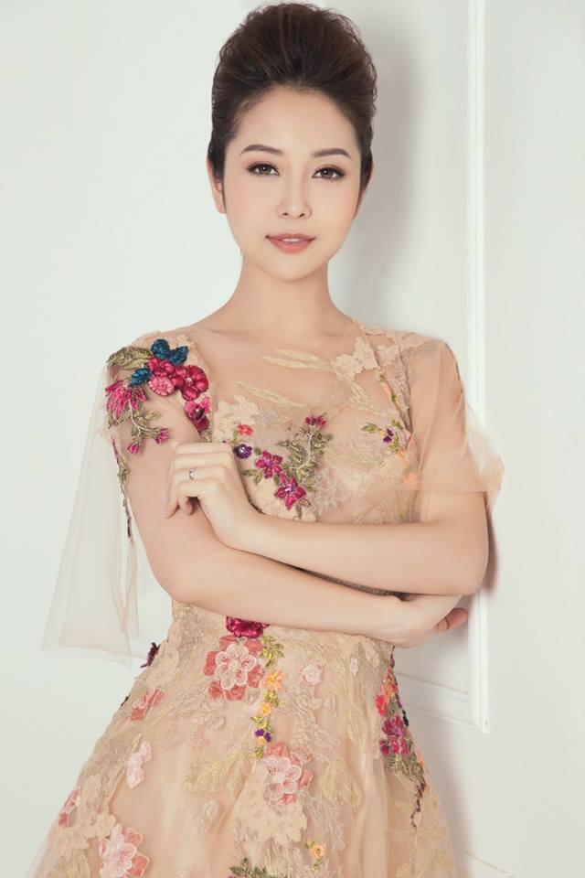 Tuổi U40, Hoa hậu Jennifer Phạm vẫn mặc xuyên thấu vượt mặt gái trẻ