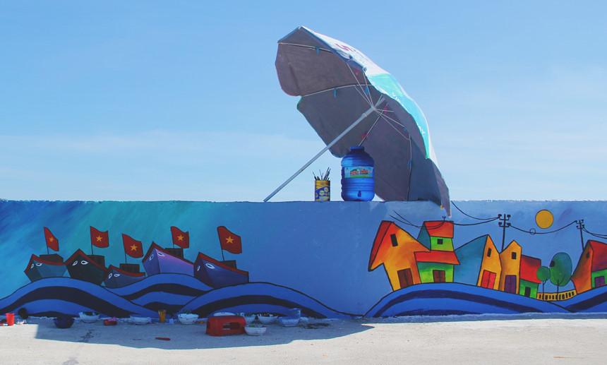 Rực rỡ sắc màu với con đường bích họa đầu tiên trên đảo Lý Sơn