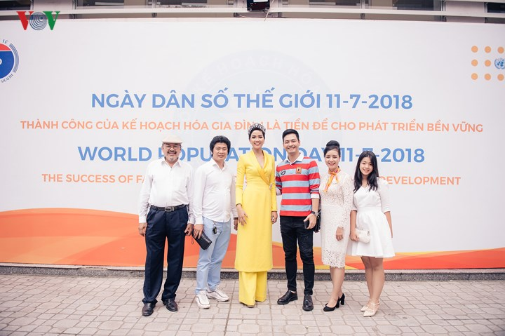 Hoa hậu HHen Niê hút mắt với áo xẻ ngực sâu