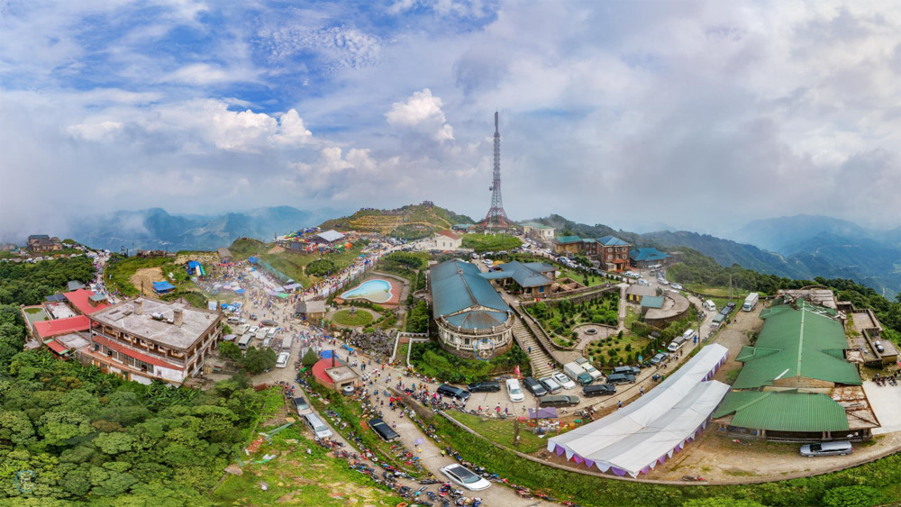 Choáng ngợp những hình ảnh hùng vĩ của núi Mẫu Sơn từ trên cao