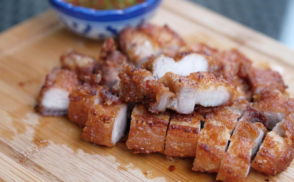 Người Thái làm thịt heo áp chảo vừa nhanh vừa ngon tới không ngờ