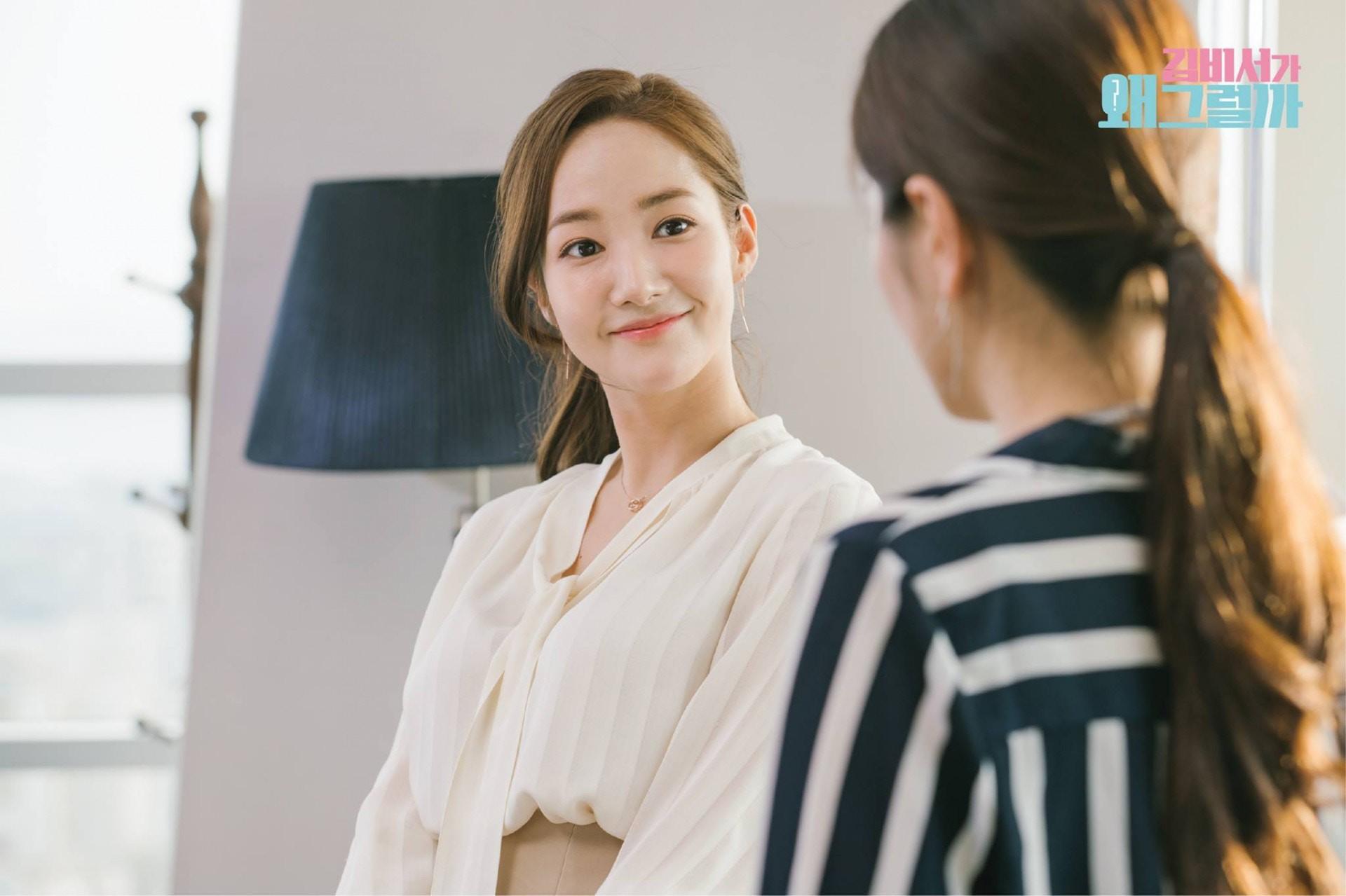 5 kiểu áo blouse được thư ký Kim lăng xê: thanh lịch, cuốn hút và các cô nàng công sở hoàn toàn có thể học theo