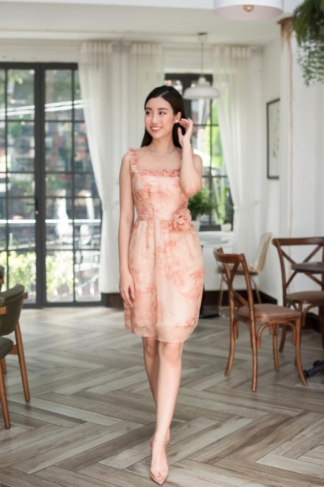 Hoa hậu Đỗ Mỹ Linh, Thanh Tú diện váy ren nền nã trong bộ ảnh mới