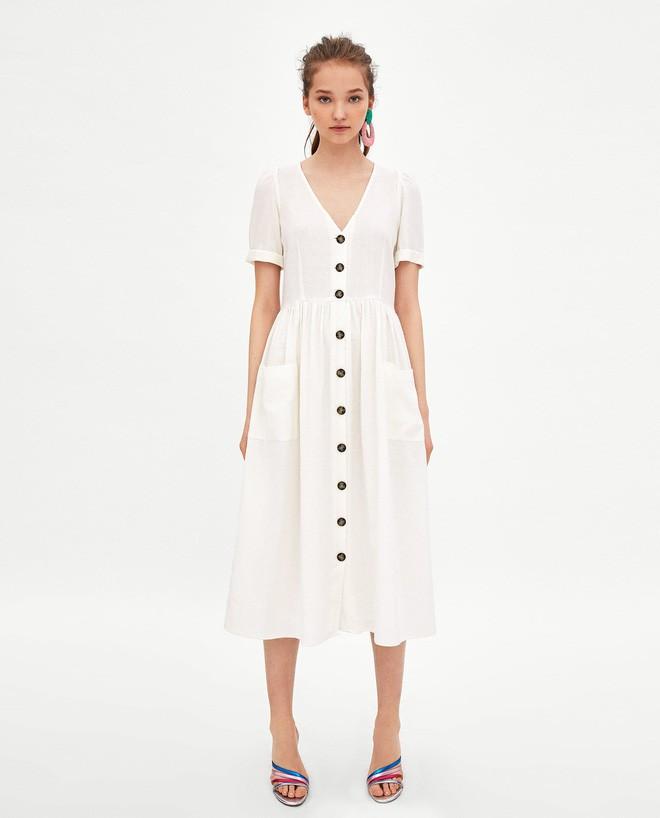 Sau cơn sốt váy trắng Zara, loạt váy liền cài khuy trước với đủ kiểu dáng đang đốn tim các nàng