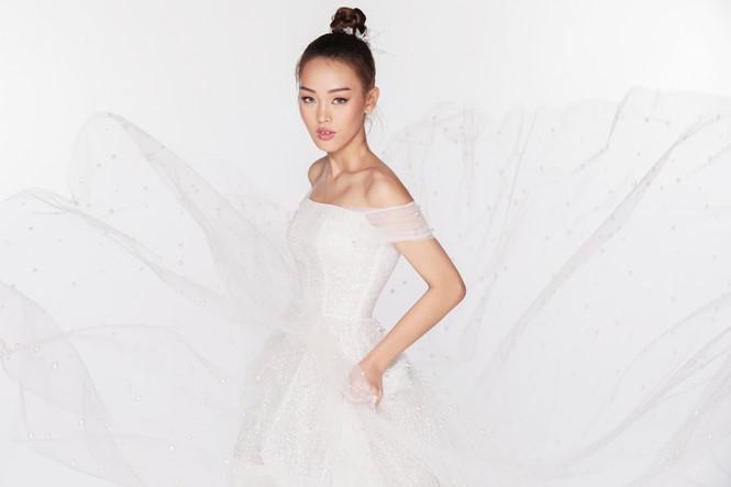Lộng lẫy váy cưới Nàng mây của Chung Thanh Phong