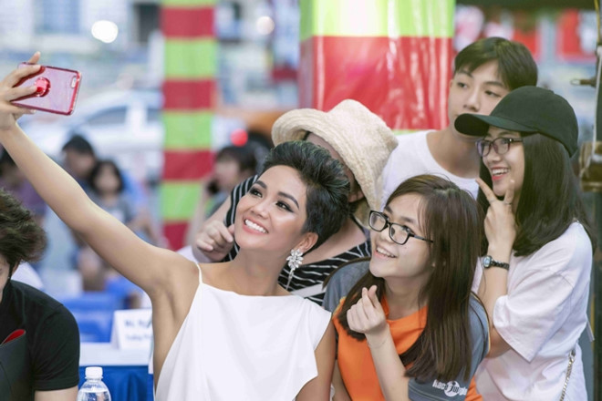 Hoa hậu HHen Niê tăng cân và gợi cảm hơn