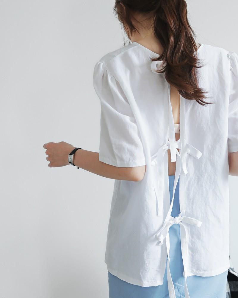 Chỉ với chi tiết dây buộc đơn giản mà có ít nhất 4 kiểu áo trendy, diện lên siêu xinh và tôn dáng