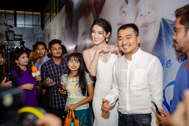 Á hậu Huyền My gợi cảm, gây chú ý tại Myanmar