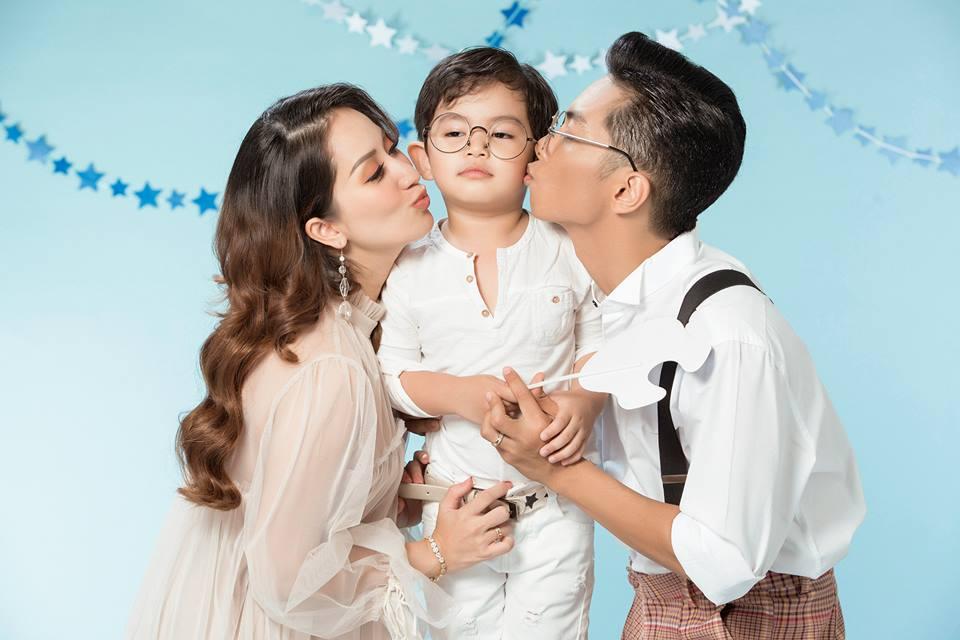 Khánh Thi tái xuất xinh đẹp sau 3 tuần sinh con cho chồng trẻ Phan Hiển