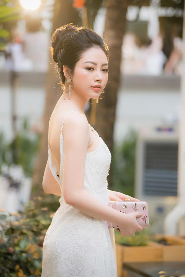 Hoa hậu, Á hậu nửa kín nửa hở khoe thềm ngực quyến rũ chết người