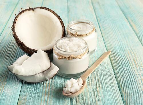 Sai lầm khi dùng dầu dừa dưỡng da và kem đánh răng trị mụn
