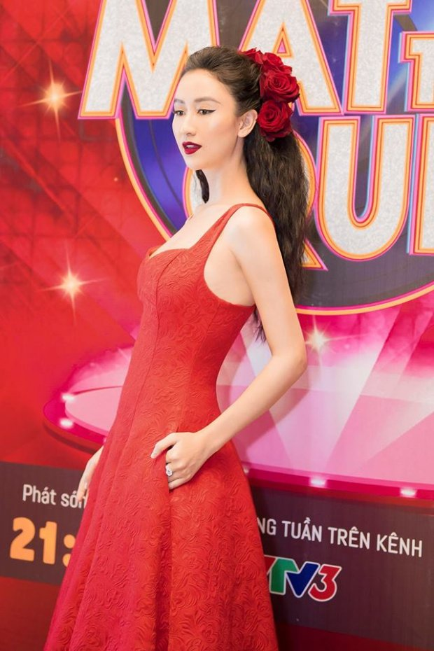 Hà Thu đụng hàng Hương Giang: Cùng 1 chiếc váy, 2 người mặc nhưng chỉ có 1 số phận mà thôi