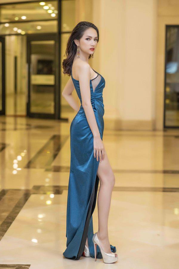2 hot girl Hà thành bất phân thắng bại trong Top mặc đẹp tuần