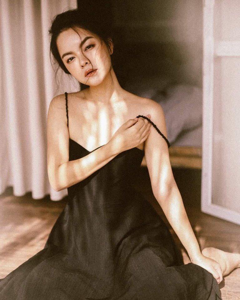 Đã sinh 2 con nhưng Phạm Quỳnh Anh sở hữu tấm lưng trần bà mẹ nào cũng ao ước!