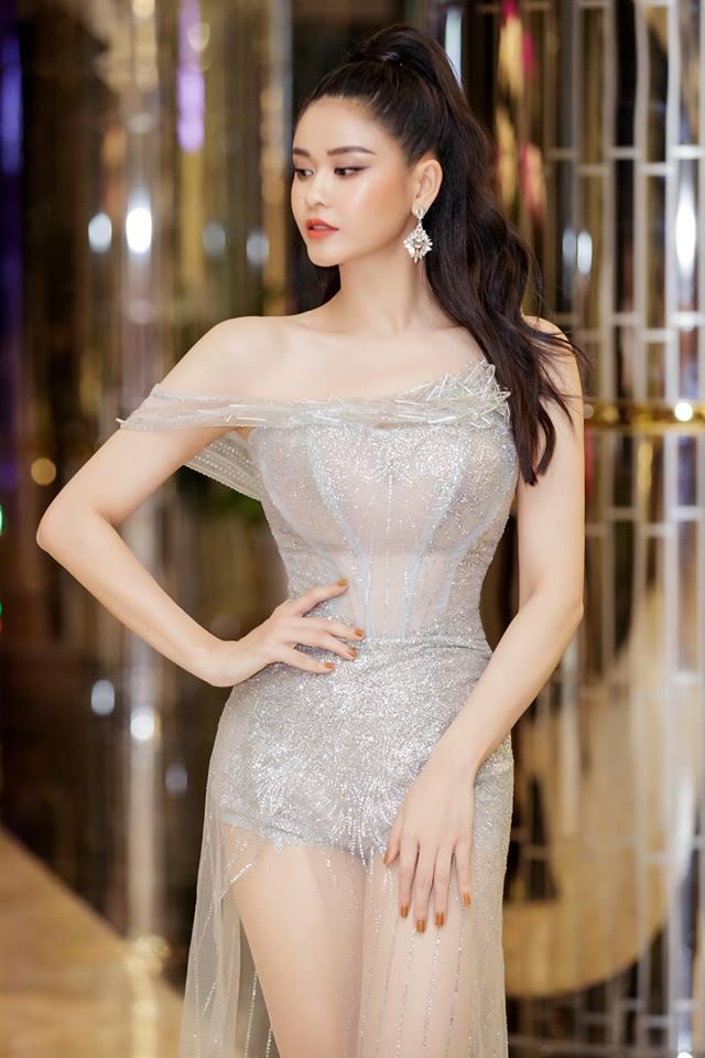 Trương Quỳnh Anh mặc váy xuyên thấu gợi cảm quyến rũ như nữ thần