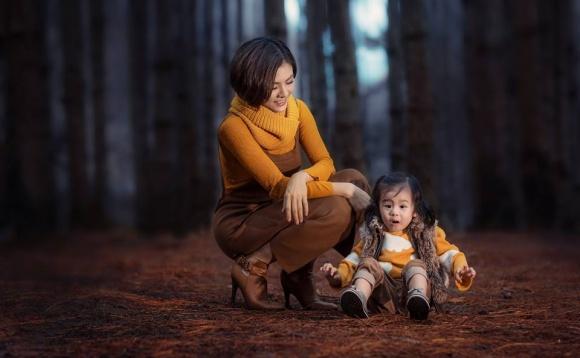 Vợ chồng Vân Trang hạnh phúc bên con giữa rừng cây thơ mộng ở Đà Lạt