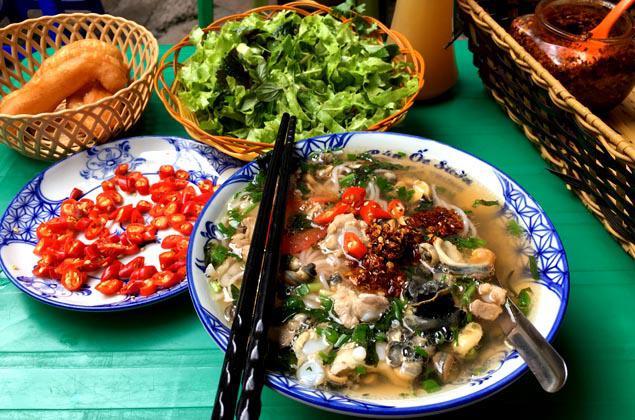 Những quán bún ốc ăn giòn giòn đã miệng lại giải nhiệt ngày nắng nóng điên đảo ở Hà Nội