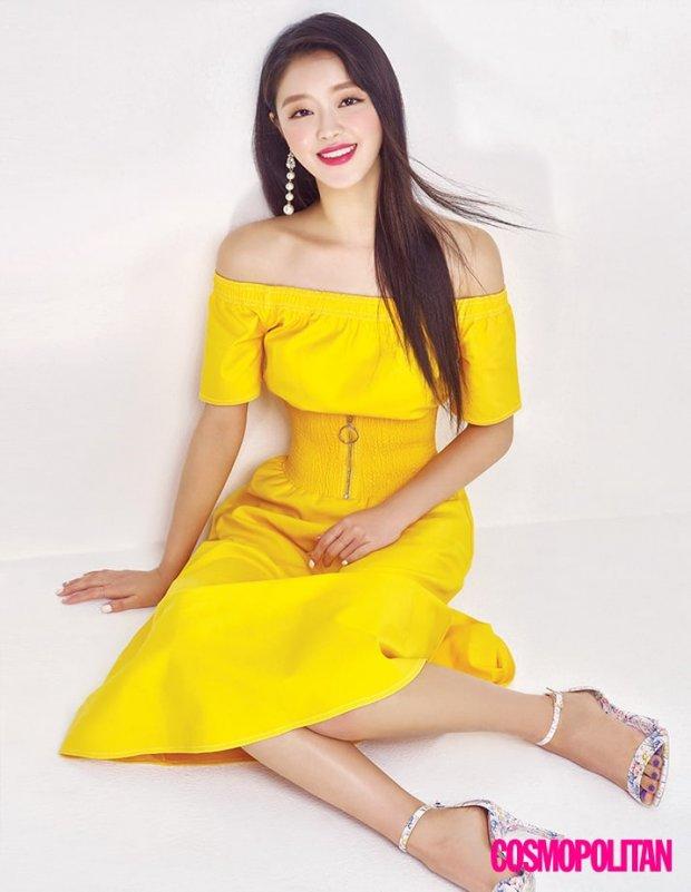 Học lỏm bí quyết vàng làm đẹp da giữa mùa hè nóng nực của YooA (Oh My Girl)