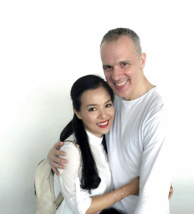 Lý Thanh Thảo cưới chồng Tây sau 5 năm chung sống và sinh con