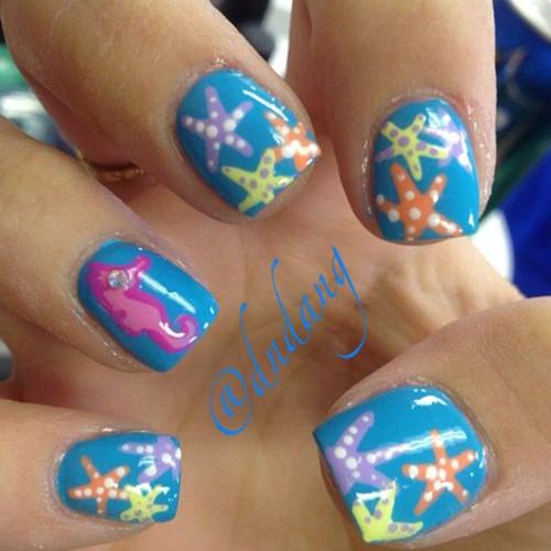 Những mẫu nail biển cả cực sành điệu cho cô nàng đi biển ngày hè