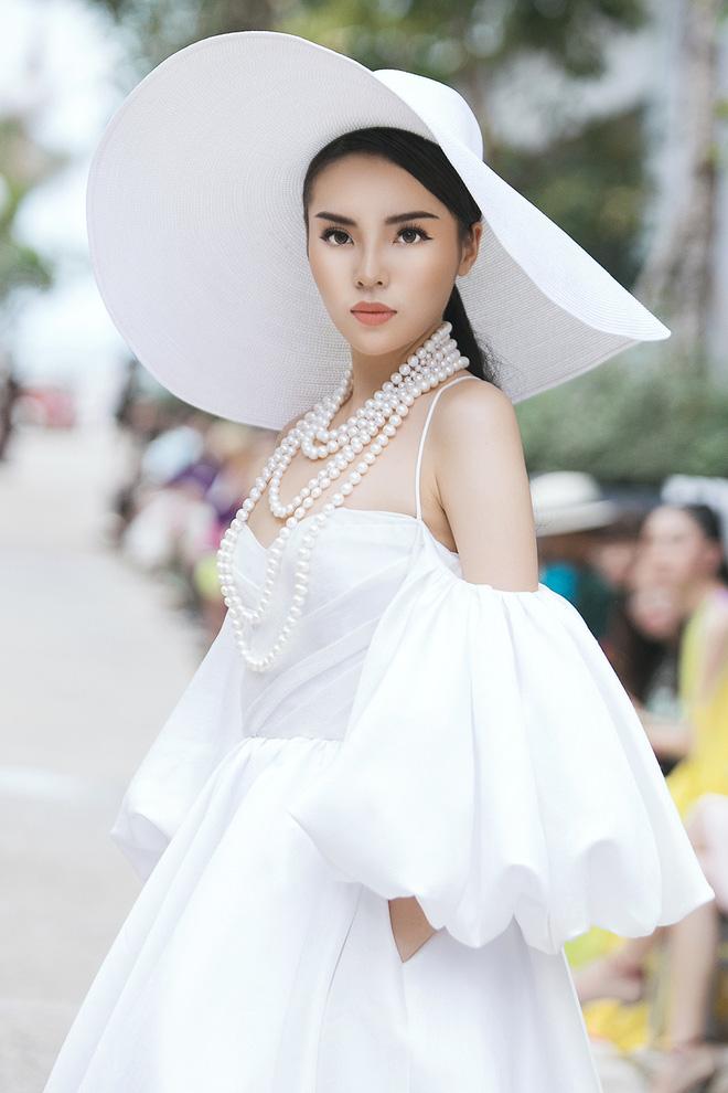 Nguyễn Cao Kỳ Duyên: Nàng hậu trẻ và lộ trình thanh xuân không giống ai