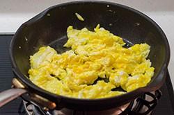 Chỉ là trứng chiên thôi nhưng làm thế này sẽ ngon quên sầu