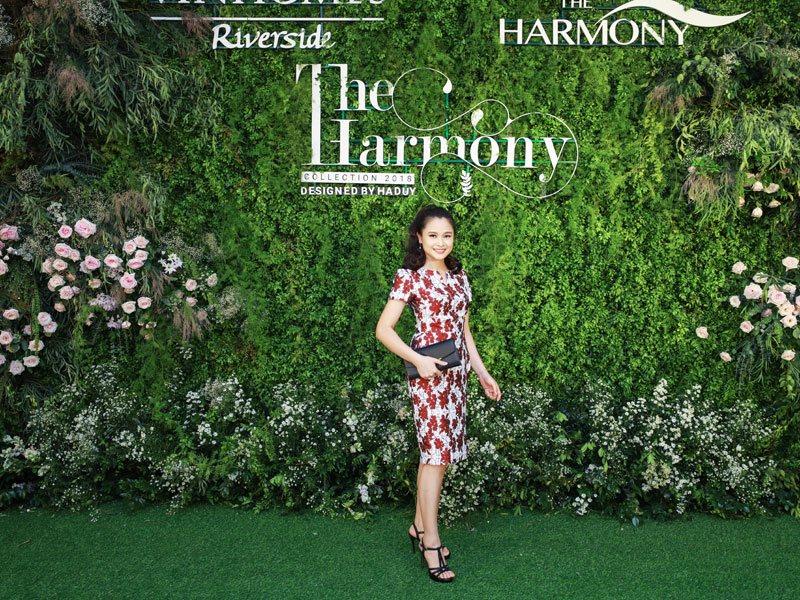 Hoa hậu Phan Hoàng Thu xuất hiện cùng con gái, diện đồ cực sexy ở show Hà Duy