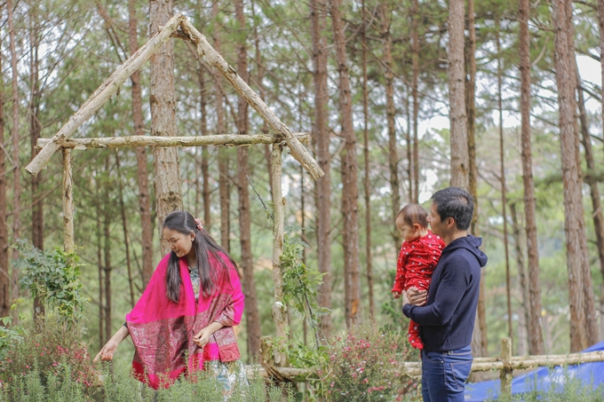Thác chảy róc rách trong khu vườn xanh tươi của Phan Như Thảo