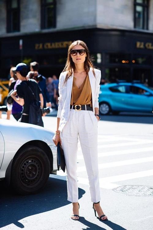 Tại sao chúng ta luôn cần có vài chiếc quần trắng?