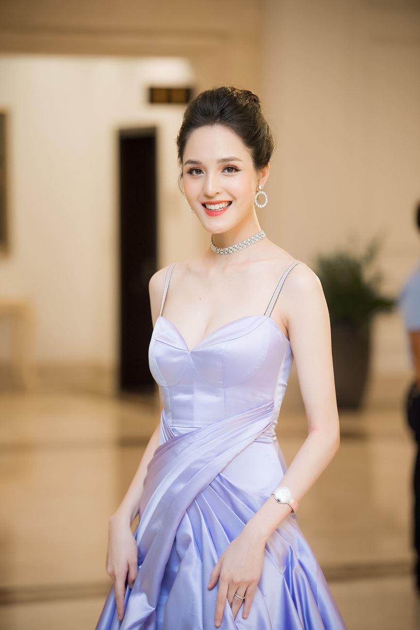 Hoa hậu Thu Thuỷ tái xuất, hội ngộ cùng dàn Hoa, Á hậu đình đám