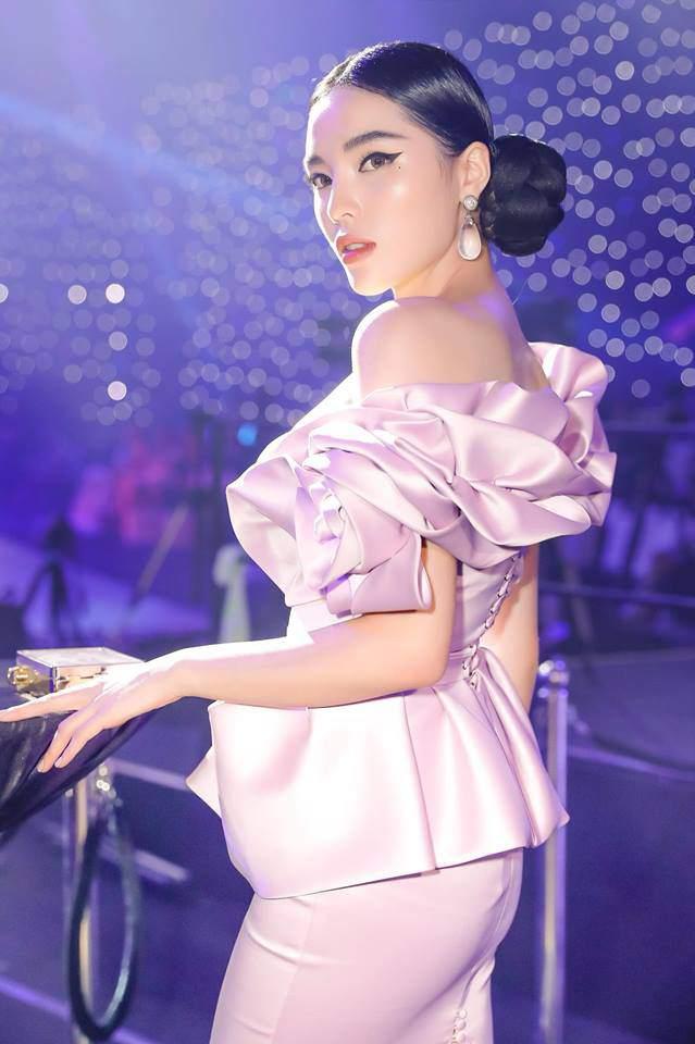 Cuối cùng Hoa hậu Kỳ Duyên cũng chịu ăn mặc kín đáo trở lại