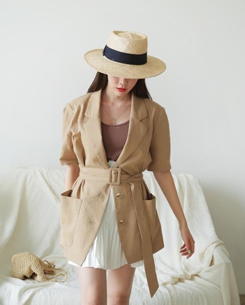 Có kiểu áo khoác sành điệu, hè mặc không nóng