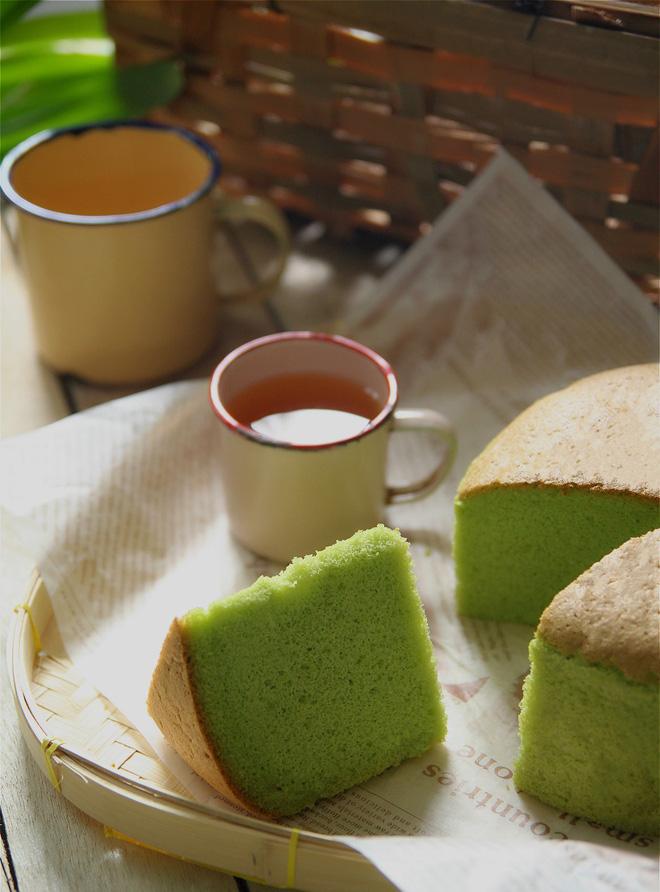 Bánh bông lan lá dứa thơm nức ngon miệng ăn 1 lại muốn ăn 2