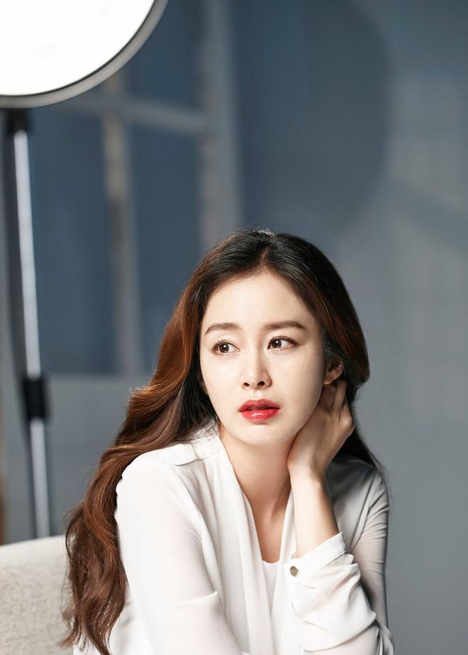 """Top mỹ nhân hàng đầu xứ Hàn: Minh tinh mét 7 cũng không đánh bại được 2 """"tường thành"""" mét rưỡi - 4"""