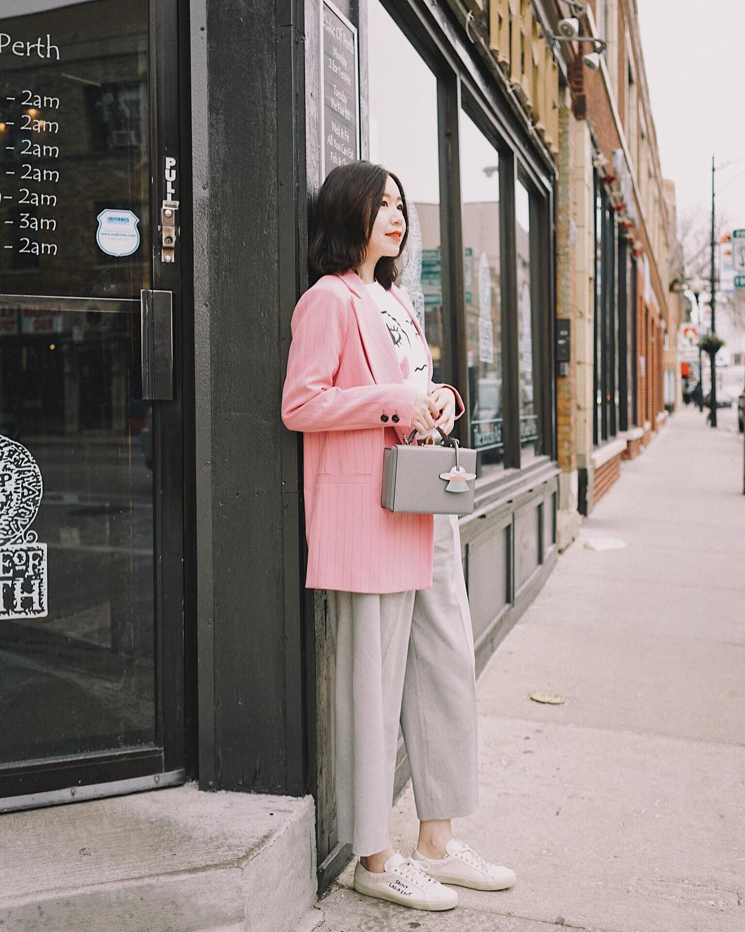 Nếu thấy style công sở của mình hơi 'dừ' và cứng nhắc thì đây là 5 tips diện đồ giúp các nàng ăn gian tuổi đáng kể - 12
