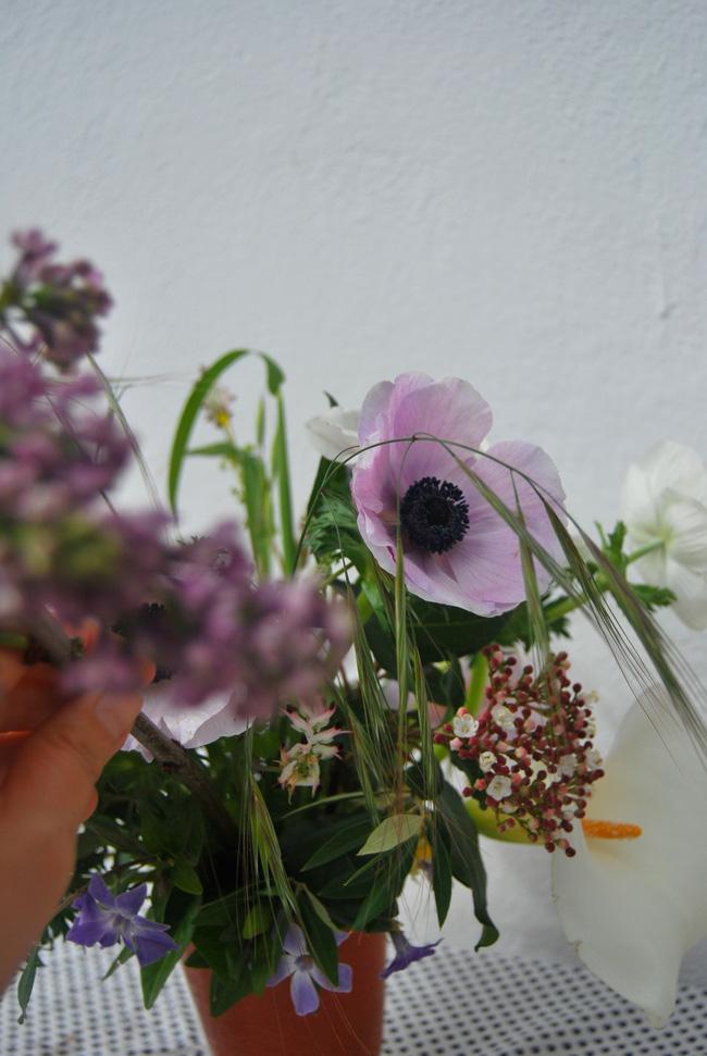 Mang vẻ đẹp tràn đầy sức sống của các loài hoa vào ngôi nhà với cách cắm hoa đơn giản - 2