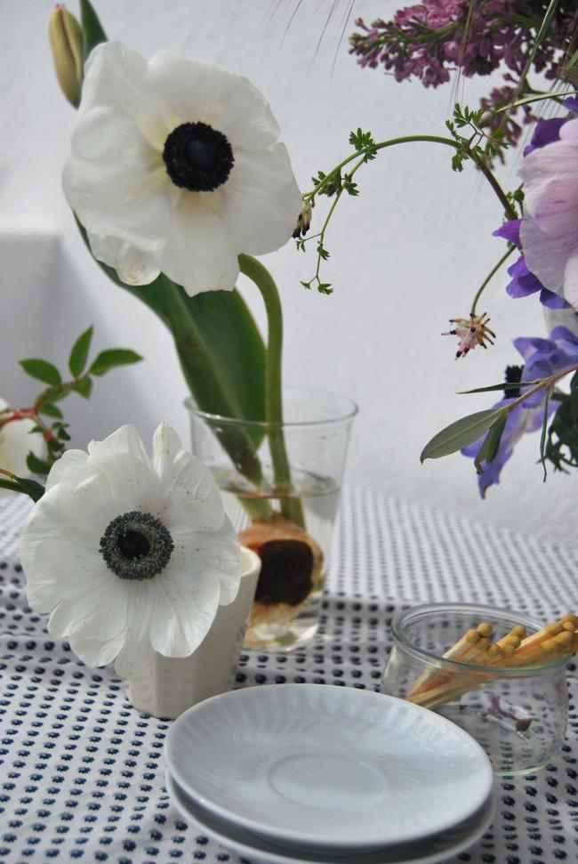 Mang vẻ đẹp tràn đầy sức sống của các loài hoa vào ngôi nhà với cách cắm hoa đơn giản - 3
