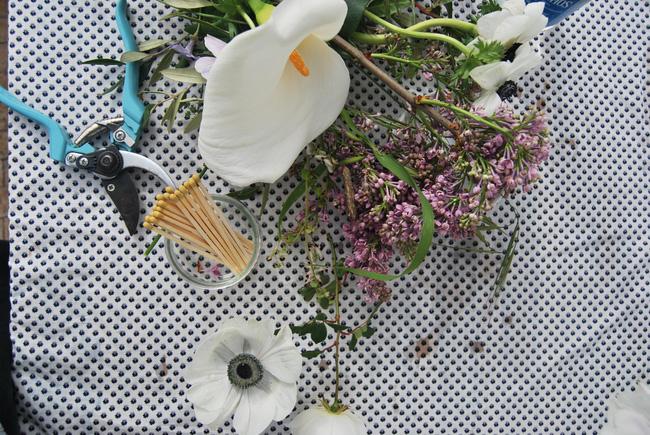Mang vẻ đẹp tràn đầy sức sống của các loài hoa vào ngôi nhà với cách cắm hoa đơn giản - 4