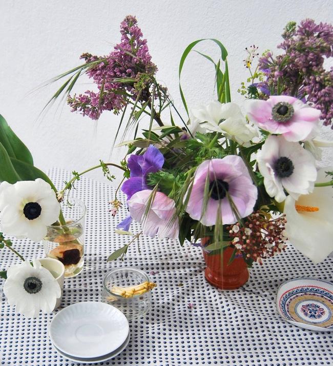 Mang vẻ đẹp tràn đầy sức sống của các loài hoa vào ngôi nhà với cách cắm hoa đơn giản - 5