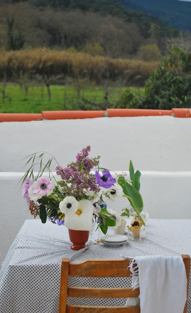 Mang vẻ đẹp tràn đầy sức sống của các loài hoa vào ngôi nhà với cách cắm hoa đơn giản - 6