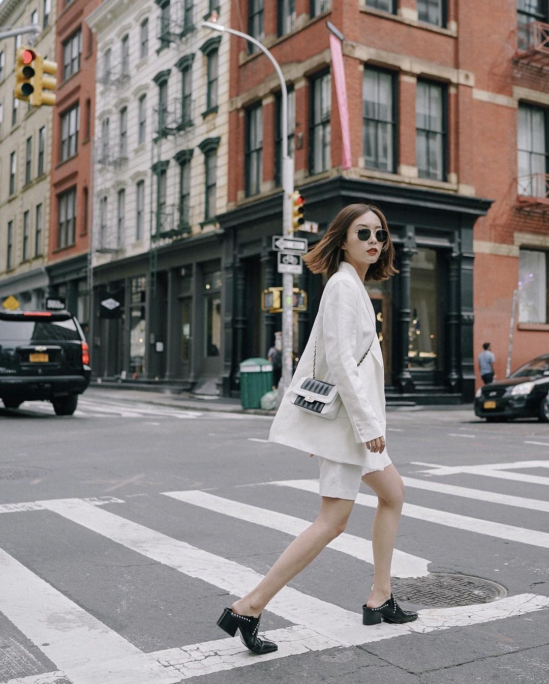 Nếu muốn theo đuổi phong cách tối giản thì đây chính là 6 items các nàng cần bổ sung ngay cho tủ quần áo của mình - 16